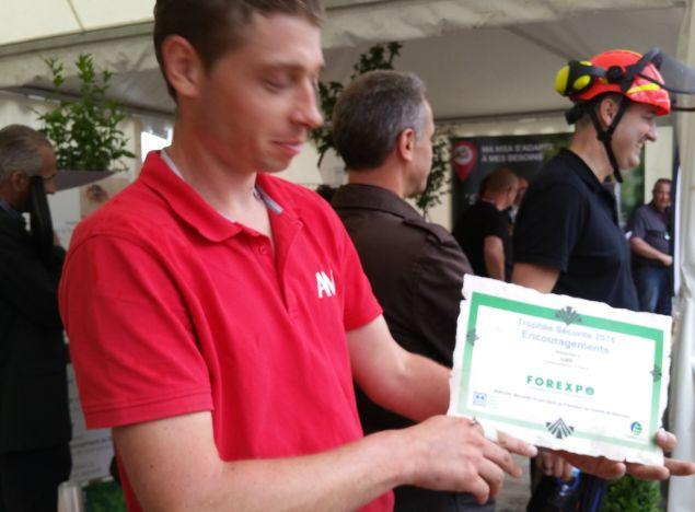 AMR reçoit un trophée sécurité à Forexpo pour sa gamme de fendeuses 17-22-27 Tonnes !