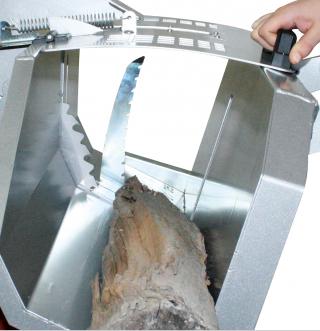 Bras de maintien du bois automatique pendant l'opération de sciage